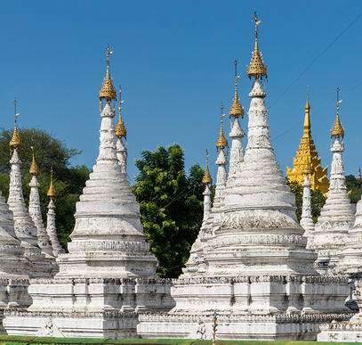 Myanmar ─ Pagoden, Mönche und Meer